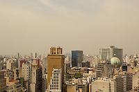 SÃO PAULO, SP, 16.10.2015- CLIMA-SP - Poluição é vista no céu da cidade de São Paulo na manhã desta sexta-feira, 16. (Foto: Renato Mendes / Brazil Photo Press)