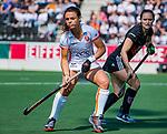 AMSTELVEEN - Marlena Rybacha (OR) met rechts Kelly Jonker (A'dam)  tijdens de hoofdklasse competitiewedstrijd hockey dames,  Amsterdam-Oranje Rood (5-2). COPYRIGHT KOEN SUYK