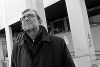Roma, 11 Febbraio 2016<br /> Tour in periferia di Roberto Giachetti, candidato Sindaco di Roma per il PD<br /> A Tor Bella Monaca, municipio VI Roma delle Torri.<br /> Giachetti incontra i cittadini al mercato di Via Quaglia.Giachetti posa davanti i palazzi di Tor Bella Monaca
