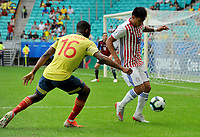 SALVADOR – BRASIL, 23-06-2019:Jefferson Lerma de Colombia disputa el balón con Santiago Arzamedia de Paraguay durante partido de la Copa América Brasil 2019, grupo B, entre Colombia y Paraguay jugado en el Arena Fonte Nova de Salvador, Brasil. /Jefferson Lerma of Colombia vies for the ball with Santiago Arzamedia of Paraguay during the Copa America Brazil 2019 group B match between Colombia and Paraguay played at Fonte Nova Arena in Salvador, Brazil. Photos: VizzorImage / Julian Medina / Cont /