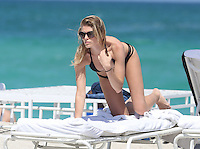 MAY 19 2013.Super model Maryna Linchuk enjoy Miami beaches.Non Exclusive.Mandatory Credit: OHPIX.COM..Ref: OH_xim ©/NortePhoto<br />
