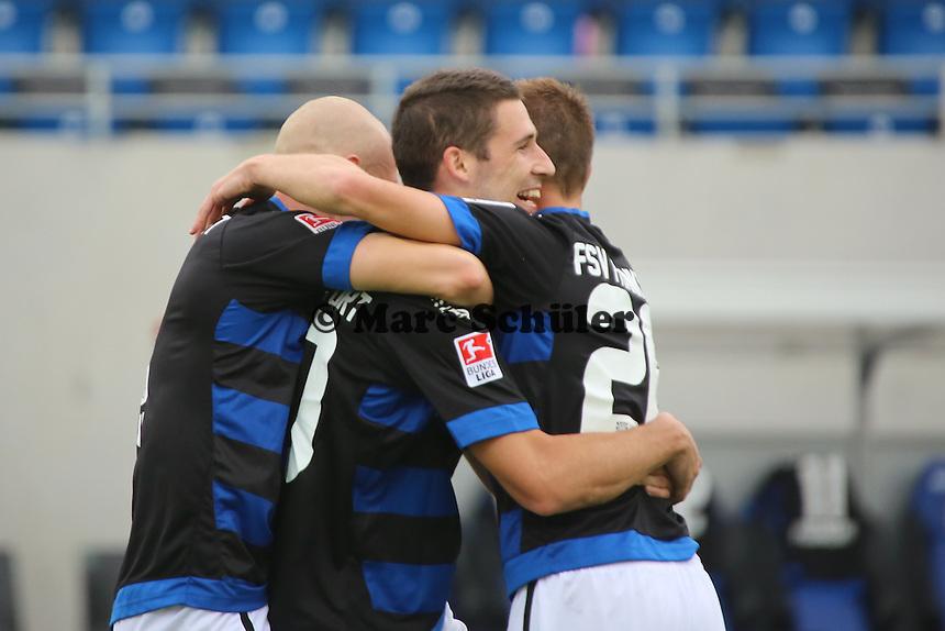 Torjubel um Mathew Leckie (FSV) beim 3:0 mit Joni Kauko und Denis Epstein - FSV Frankfurt vs. FC Ingolstadt, 8. Spieltag, Frankfurter Volksbank Stadion