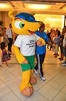 ATENCAO EDITOR: FOTO EMBARGADA PARA VEICULOS INTERNACIONAIS. - RIO DE JANEIRO, RJ,22 DE SETEMBRO 2012 - MASCOTE DA COPA- O Tatu-Bola, mascote da Copa do Mundo de 2014 durante visita a uma rede de Fast Food no Shopping Rio Sul, em Botafogo, zona sul do Rio de Janeiro, neste sabado, 22. (FOTO: MARCELO FONSECA / BRAZIL PHOTO PRESS).
