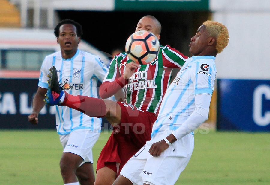 QUITO, EQUADOR, 26.07.2017 - UNIVERSIDA CATOLICA-FLUMINENSE - Richarlison do Fluminense contra Wilmer GodoyUniversidad Catolica (ECU) em partida valida pela Copa Sudamericana no Atahulapa Estadio na cidade de Quito no Equador. (Foto:  Franklin Jácome/Brazil Photo Press)
