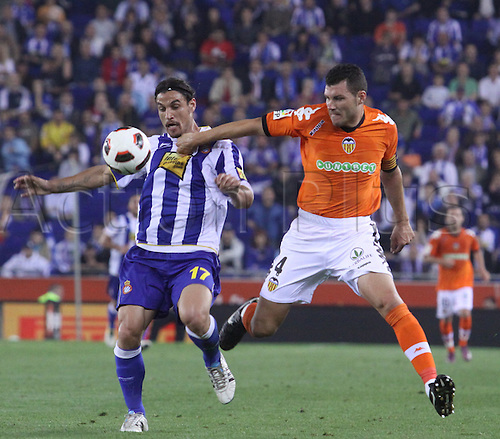 11.05.2011, Spain.  Spanish La Liga RCD ESpanyol and Valencia CF Tied 2-2.Picture show Osvaldo (L) and David Navarro (R) chellenge