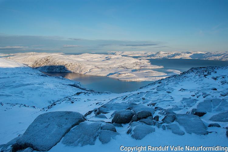 Utsikt fra Eidvågtind mot Eidvågeidet på Seiland en februardag. ---- View northwards from Eidvågtind on Seiland.