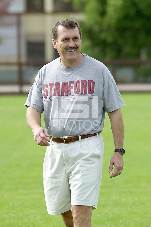 Mike Sanford during practices on April 8, 2002 at the practice field at Stanford, CA.<br />Photo credit mandatory: Gonzalesphoto.com