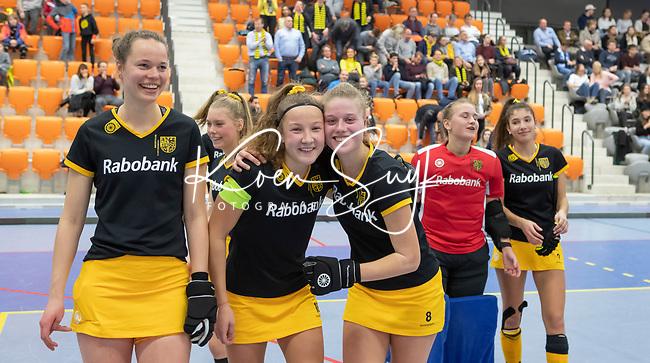 ROTTERDAM  - NK Zaalhockey . wedstrijd om brons  Den Bosch-Kampong. Den Bosch verliest maar kan toch lachen.  Anne Boer, SimoneHefting, Teuntje de Wit, ,       COPYRIGHT KOEN SUYK
