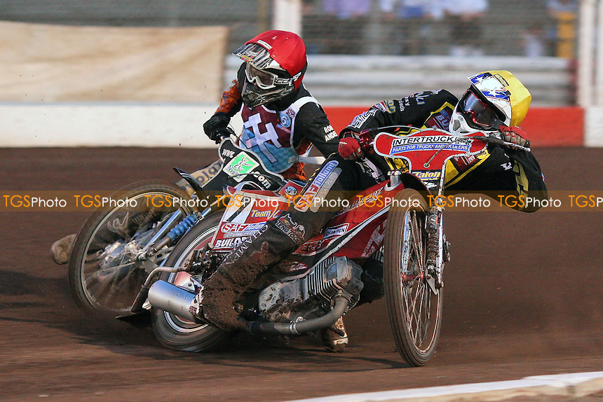 Heat 2: William Lawson (red) and Ben Barker - Lakeside Hammers vs Coventry Bees - Sky Sports Elite League Speedway at Arena Essex Raceway, Purfleet - 22//08/09 - MANDATORY CREDIT: Gavin Ellis/TGSPHOTO - Self billing applies where appropriate - Tel: 0845 094 6026