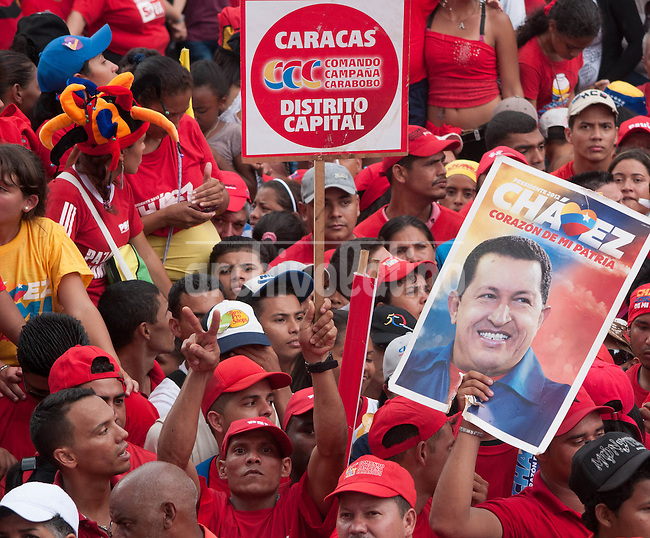 Venezuela: Caracas,04/10/12 .Supporters of Venezuelan President Hugo Chavez during the closing rally of his campaign in Caracas, three days after the presidential elections on October 7, where Chavez seeks reelection for a further period of six years, after 14 years ruling Venezuela...Carlos Hernandez/Archivolatino