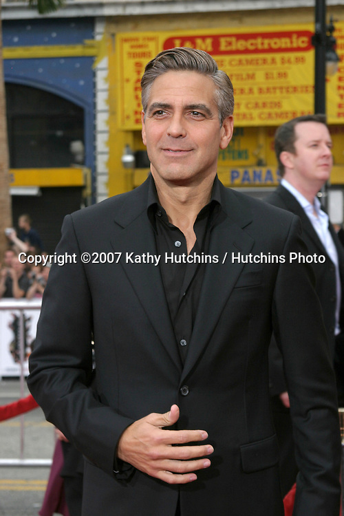 "George Clooney .""Ocean's Thirteen"" Los Angeles Premiere.Gruman's Chinese Theater.Los Angeles, CA.June 5, 2007.©2007 Kathy Hutchins / Hutchins Photo...."