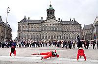 Nederland - Amsterdam -  2018.  Straatartiesten op de Dam.  Foto Berlinda van Dam / Hollandse Hoogte