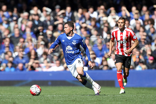 16.04.2016. Goodison Park, Everton, England. Barclays Premier League. Everton versus Southampton. Bryan Oviedo of Everton looks to break forward.