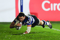 Jeff Williams of Bath Rugby scores a try in the second half. Anglo-Welsh Cup match, between Bath Rugby and Leicester Tigers on November 4, 2016 at the Recreation Ground in Bath, England. Photo by: Patrick Khachfe / Onside Images