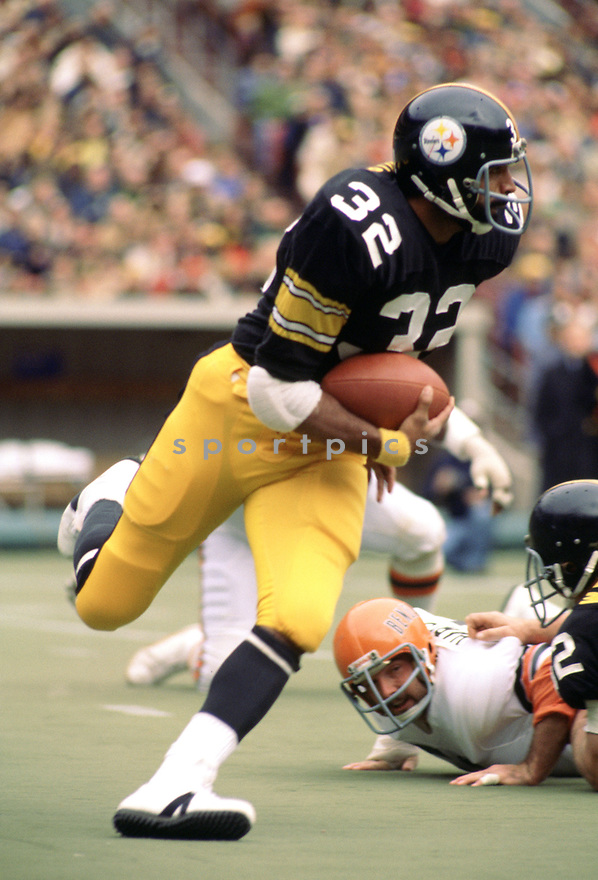 Pittsburgh Steelers Franco Harris (32), in action during a game from his 1978 season with the Pittsburgh Steelers. Franco Harris played for 13 seasons with 2 different teams, was a 9-time Pro Bowler and was inducted to the Pro Football Hall of Fame in 1990.(SportPics)