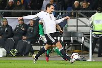 Mats Hummels (Deutschland Germany) gegen Josh Magennis (Nordirland, Northern Ireland)- 11.10.2016: Deutschland vs. Nordirland, HDI Arena Hannover, WM-Qualifikation Spiel 3