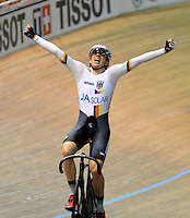 CALI - COLOMBIA - 18-01-2015: Maximilian Beller de Alemania, gana medalla de oro en la prueba del Omnium Varones en el Velodromo Alcides Nieto Patiño, sede de la III Copa Mundo UCI de Pista de Cali 2014-2015. / Maximilian Beller of Germany won he medal gold in the Men´s Omnium Race at the Alcides Nieto Patiño Velodrome, home of the III Cali Track World Cup 2014-2015 UCI. Photos: VizzorImage / Luis Ramirez / Staff.