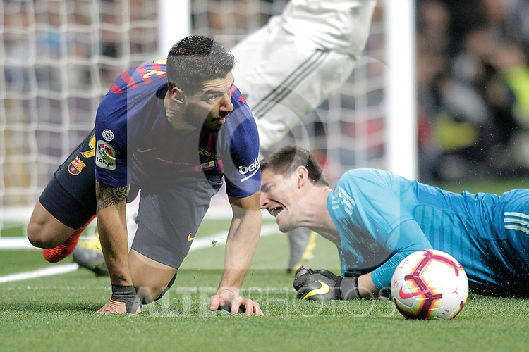 Real Madrid CF's Thibaut Courtois and FC Barcelona's Luis Suarez during La Liga match. March 02,2019. (ALTERPHOTOS/Alconada)