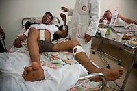 Tunisie Hopital de Tataouine revoltes libyens Tunisia Tataouine hospital libyan soldiers ospedale di Tataouine rivoltosi libici