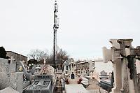2018 03 09 Mobile antenne_La Almudena Cementery