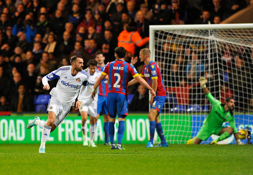 Sunderland's Steven Fletcher scores his sides first goal  <br /> <br /> Photographer Ashley Western/CameraSport<br /> <br /> Football - Barclays Premiership - Crystal Palace v Sunderland - Monday 3rd November 2014 - Selhurst Park - London<br /> <br /> &copy; CameraSport - 43 Linden Ave. Countesthorpe. Leicester. England. LE8 5PG - Tel: +44 (0) 116 277 4147 - admin@camerasport.com - www.camerasport.com