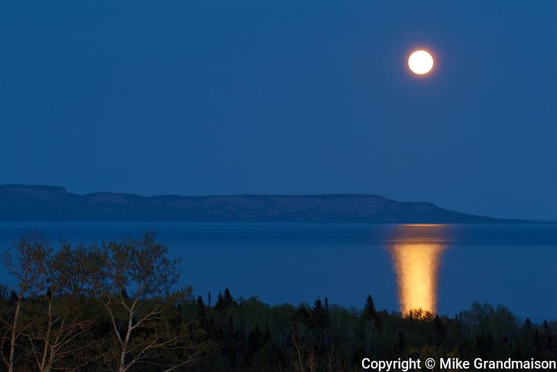 Moon rising over Lake Superior at dusk<br /> Thunder Bay<br /> Ontario<br /> Canada
