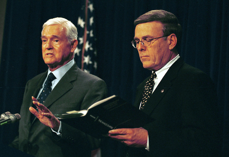 1hollings021501 -- Byron Dorgan, D-N.D. and Ernest F. Hollings, D-S.C. during a press conference on the safe harbor legislation.