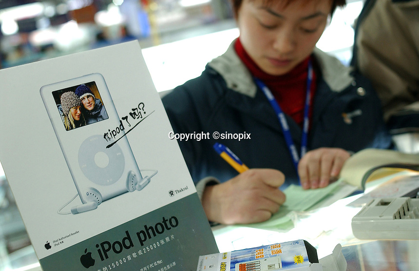 iPod Photo at the Apple counter in Guangzhou, China..02-FEB-05