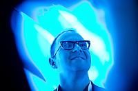 Cory Doctorow, kanadischer Science-Fiction-Autor, Journalist und Blogger unterhaelt sich am Mittwoch (08.05.13) in Berlin auf der re:publika nach seinen Vortrag mit Konferenzteilnehmern.Foto: CommonLens/Axel Schmidt