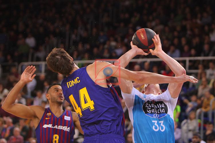 League ACB-ENDESA 2018/2019. Game: 14.<br /> FC Barcelona Lassa vs Monbus Obradoiro: 79-73.<br /> Ante Tomic vs Kyle Singler.