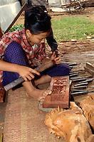 Holzschnitzer bei Hanoi, Vietnam