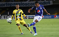 BOGOTÁ- COLOMBIA,26-09-2019:Omar Bertel (Izq.) jugador de Millonarios disputa el balón con Estefano Arango (Der.) jugador de Alianza Petrolera durante partido por la fecha 13 de la Liga Águila II 2019 jugado en el estadio Nemesio Camacho El Campín de la ciudad de Bogotá. /Omar Bertel (L) player of Millonarios fights the ball  against of Estefano Arango (R) player of Alianza Petrolera during the  match for the date 11 of the Liga Aguila II 2019 played at the Nemesio Camacho El Campin stadium in Bogota city. Photo: VizzorImage / Felipe Caicedo / Staff