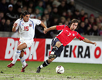 Fotball , 12. november 2005 , Play off , Norge - Tsjekkia 0-1<br /> Norway -  Czech Republic<br /> Milan Baros , Tsjekkia og Kristofer HÊstad , Norge<br /> Norvegia Repubblica Ceca 0-1<br /> Andata Playoff qualificazioni mondiali 2006<br /> Photo Digitalsport / Insidefoto<br /> ITALY ONLY