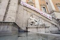 Roma 25 Luglio 2012.Campidoglio.Militanti di Sinistra ecologia e Libertà aprono uno striscione  sulla facciata del palazzo Senatorio sopra la statua del Tevere contro Alemanno e la privatizzazione di Acea