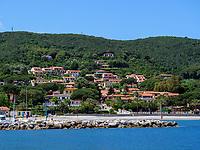 Strand und Hafen, Cavo, Elba, Region Toskana, Provinz Livorno, Italien, Europa<br /> Beach and port, Cavo, Elba, Region Tuscany, Province Livorno, Italy, Europe