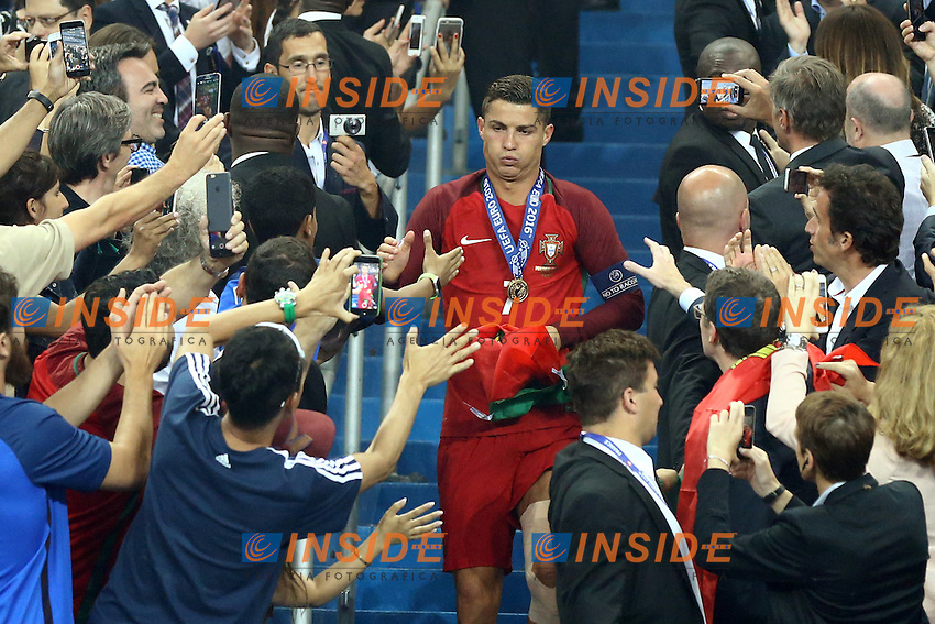 Portugal supporters congratulating with Cristiano Ronaldo at the end of the award ceremony. tifosi cerimonia premiazione<br /> Paris 10-07-2016 Stade de France Football Euro2016 Portugal - France / Portogallo - Francia Final / Finale <br /> Foto Matteo Ciambelli / Insidefoto