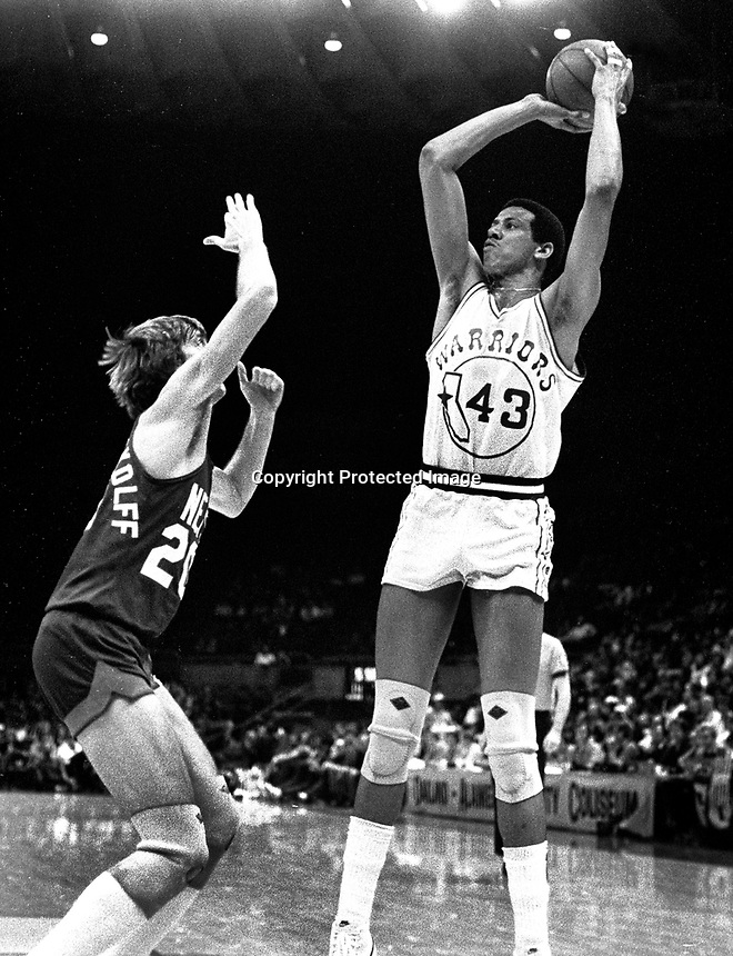 Golden State Warrior Wayne Cooper against the N.Y. Nets (1978 photo/Ron Riesterer)