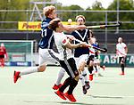 AMSTELVEEN  -   Rik van Kan (Adam) met Morris de Vilder (Pinoke)    Hoofdklasse hockey heren ,competitie, heren, Amsterdam-Pinoke (3-2)  . COPYRIGHT KOEN SUYK