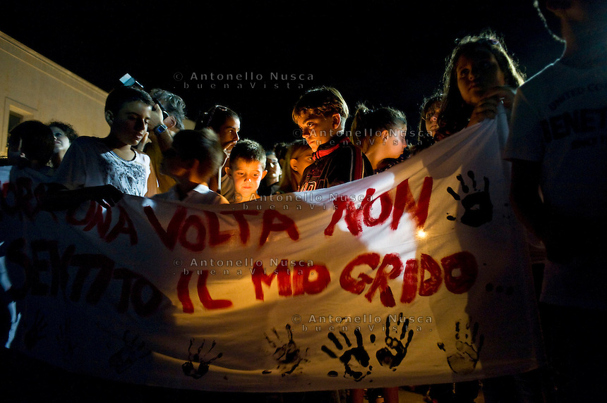 La popolazione di Lampedusa durante la fiaccolata per commemorare le vittime del naufragio. People attend the torchlight procession in memory of victims of the immigrant boat disaster in Lampedusa, Italy.