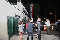 SAO PAULO, SP, 03.04.2015 - MOVIMENTAÇAO PALACIO DOS BANDEIRANTES, ZONA SUL SP -  Imprensa espera por informações, sobre a morte de Thomaz Alckmin, filho do governador Geraldo Alckmin, frente ao Palacio dos Bandeirantes na madrugada desta sexta-fiera(3). (Douglas Pingituro / Brazil Photo Press)