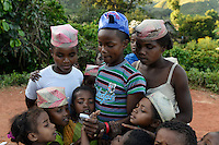 MADAGASCAR MADAGASCAR Mananjary, Vohilava, village Tanambao North, tribe Tanala, youngster with photo handy / MADAGASKAR Mananjary, Vohilava, Dorf Tanambao Nord wo Menschen der Volksgruppe der Tanala leben, Junge Herman 16 Jahre mit Fotohandy