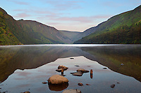 Ireland, County Wicklow, Glendalough: The Upper Lake amongst Wicklow Mountains | Irland, County Wicklow, Glendalough: der Upper Lake in den Wicklow mountains