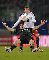 FUSSBALL   1. BUNDESLIGA   SAISON 2012/2013    19. SPIELTAG Hamburger SV - SV Werder Bremen                          27.01.2013 Sokratis Papastathopoulos (li, SV Werder Bremen) gegen Artjoms Rudnevs (re, Hamburger SV)