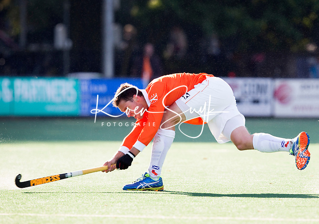 BLOEMENDAAL - HOCKEY - Thomas van Doorn van Bloemendaal    tijdens   de hoofdklasse competitie wedstrijd tussen de mannen van Bloemendaal en Hurley (1-1) . COPYRIGHT KOEN SUYK