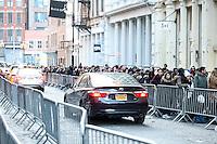NEW YORK, NY, 14.02.2017 - INAUGURA&Ccedil;&Atilde;O-LOJA - <br /> Adolescentes s&atilde;o visto em fila de loja de cosmeticos recem inaugurada em Manhattan na cidade de New York nesta ter&ccedil;a-feira, 14. (Foto: William Volcov/Brazil Photo Press)