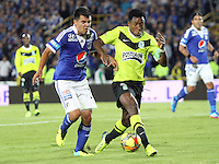 BOGOTA -COLOMBIA- 13 -11--2013. Harrison Otlavaro (Izq)  de Millonarios  disputa el balon contra Oscar Murillo (Der) del Atletico Nacional , encuentro de ida por la final de la Copa Postobon jugado en el estadio Nemesio Camacho El Campin   /  Harrison Otalvaro (L) of Millonarios dispute the ball against Oscar Murillo (R) of Atletico Nacional, first leg by Postobón Cup final played at the Estadio Nemesio Camacho El Campin .Photo: VizzorImage / Felipe Caicedol / Staff