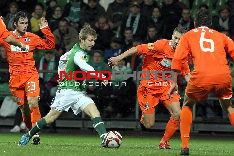 UEFA Euro League 2009/2010 Werder Bremen 05.11.2009<br /> <br /> Weserstadion Gruppenphase Gruppe L<br /> <br /> Werder Bremen (GER) - Austria Wien (AUT)<br /> <br /> <br /> <br /> Marko Marin (GER Werder Bremen #10), Jacek Bak (#6 Wien), Emin Sulimani (#23 Wien).<br /> <br /> <br /> <br /> Foto &copy; nph ( nordphoto ) *** Local Caption *** *** Local Caption *** <br /> Fotos sind ohne vorherigen schriftliche Zustimmung ausschliesslich f&uuml;r redaktionelle Publikationszwecke zu verwenden.<br /> <br /> Auf Anfrage in hoeherer Qualitaet/Aufloesung