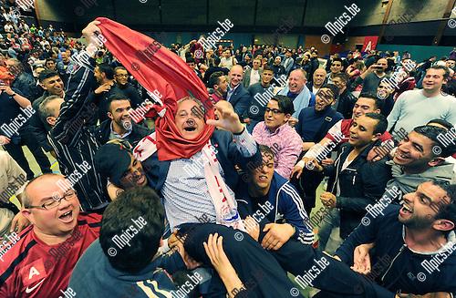 2012-05-11 / Futsal / seizoen 2011-2012 / Antwerpen is kampioen / Manager Staf Verbeeck viert met de supporters..Foto: Mpics.be