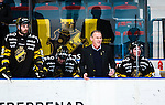 Stockholm 2014-03-21 Ishockey Kvalserien AIK - R&ouml;gle BK :  <br /> AIK:s tr&auml;nare Rikard Franz&eacute;n grimaserar bredvid AIK:s Per Svensson  och AIK:s Dennis Nordstr&ouml;m <br /> (Foto: Kenta J&ouml;nsson) Nyckelord:  depp besviken besvikelse sorg ledsen deppig nedst&auml;md uppgiven sad disappointment disappointed dejected