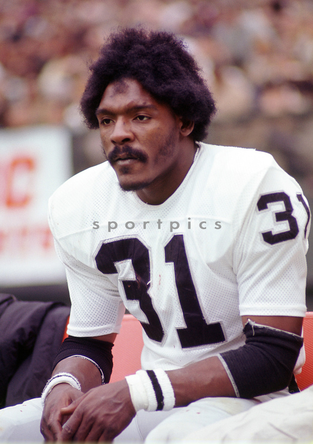 Oakland Raiders Jack Tatum (31) during a game from his 1972 season with the Oakland Raiders. Jack Tatum played for 10 years, with 2 different teams and was a 3-time Pro Bowler.(SportPics)